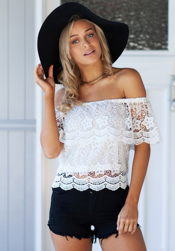 white-crochet-shoulder-free-top-look-book-store