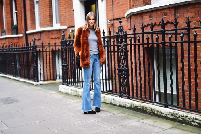 60ies Vibe with Flare Jeans and Fake Fur Coat – I am Metal Heart